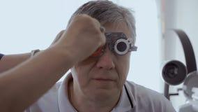 Vista de examen con el marco de ensayo óptico metrajes