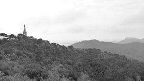 Vista de filtração aérea do San Salvador de Santuario com Cristo o rei vídeos de arquivo