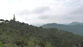 Vista de filtração aérea do San Salvador de Santuario com Cristo o rei Monument video estoque