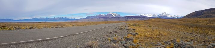 Vista de Fitz Roy y del lago Viedma a lo largo del camino al EL Chalten fotografía de archivo