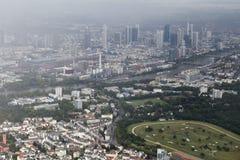 Vista de Francfort de una altitud del vuelo Imagenes de archivo