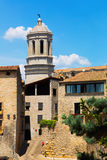 Vista de Girona com a torre de sino da catedral gótico Fotografia de Stock