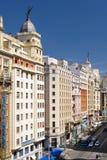 A vista de Gran através de é sabida como o Broadway espanhol Madrid, Spain Imagens de Stock