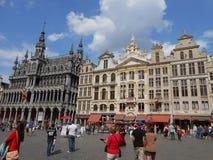 Vista de Grand Place bonito em Bruxelas imagens de stock