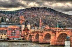 Vista de Heidelberg com Alte Brucke Fotos de Stock Royalty Free