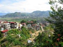 Vista de hogares por el campo de Baguio, Baguio, Filipinas fotografía de archivo