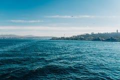 Vista de Istambul, em Bosphorus Fotos de Stock Royalty Free
