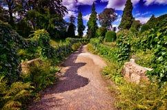 Vista de jardines hermosos en Brodsworth Pasillo Fotos de archivo