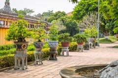Vista de jardines y de floreros en la ciudad imperial de la tonalidad Fotografía de archivo libre de regalías
