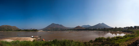 Vista de Kaeng Kud Ku Río de Khong Fotos de archivo libres de regalías