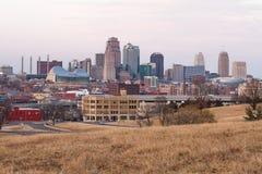 Vista de Kansas City en la oscuridad fotografía de archivo libre de regalías