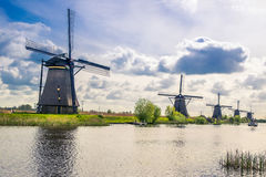 Vista de Kinderdijk, un parque con los molinoes de viento holandeses Fotos de archivo
