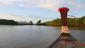 Vista de Krabi da frente de um barco Fotografia de Stock Royalty Free
