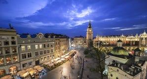 Vista de Kraków, Polonia en la puesta del sol Foto de archivo