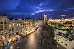 Vista de Kraków, Polonia en la puesta del sol Fotos de archivo