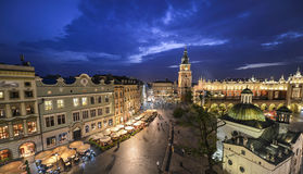 Vista de Kraków, Polonia en la puesta del sol Imagen de archivo libre de regalías