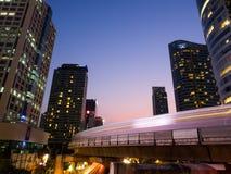 Vista de la área comercial de Chong Nonsi Skywalk Imagenes de archivo