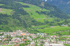 Vista de la aldea alpestre foto de archivo libre de regalías