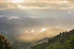 Vista de la alta montaña Imagenes de archivo