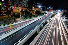 Vista de la autopista pacífica de Victoria Bridge, Brisbane imagen de archivo libre de regalías