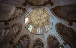 Vista de la bóveda interna del monasterio de Batalha, Portugal Es un convento dominicano en la parroquia civil de Batalha y es l Fotos de archivo