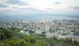Vista de la bahía de Haifa en la puesta del sol Fotos de archivo