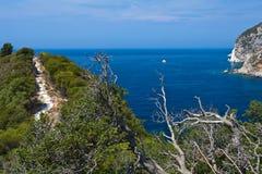 Vista de la bahía de Paleokastritsa en Corfú Fotos de archivo libres de regalías