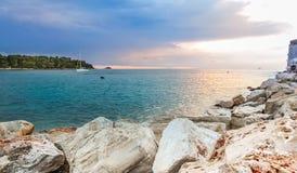 Vista de la bahía del mar adriático Imagenes de archivo