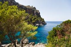 Vista de la bahía del Sa Calobra en Mallorca Imágenes de archivo libres de regalías