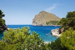 Vista de la bahía del Sa Calobra en Mallorca Foto de archivo