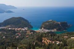 Vista de la bahía Paleokastritsa Imágenes de archivo libres de regalías