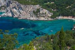 Vista de la bahía Paleokastritsa Foto de archivo libre de regalías