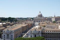 Vista de la basílica de Roma y de San Pedro de la casta Foto de archivo libre de regalías
