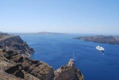 Vista de la caldera y del Nea Kameni de Fira Imagenes de archivo