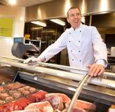 Vista de la carne congelada con el cocinero alegre Imágenes de archivo libres de regalías
