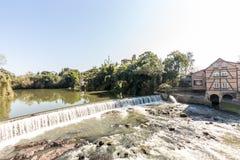 Vista de la cascada de la ciudad de Timbo, Santa Catarina Imágenes de archivo libres de regalías