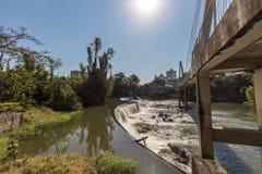 Vista de la cascada de la ciudad de Timbo, Santa Catarina Fotos de archivo