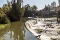 Vista de la cascada de la ciudad de Timbo, Santa Catarina Fotos de archivo libres de regalías