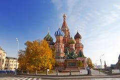 Vista de la catedral de la albahaca del santo (catedral de Pokrovsky) Imagen de archivo