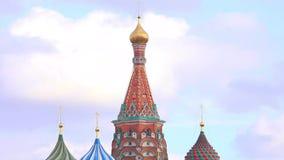 Vista de la catedral de la albahaca del St, Plaza Roja, Moscú, Rusia almacen de metraje de vídeo