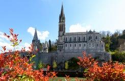 Vista de la catedral en Lourdes, Francia foto de archivo libre de regalías