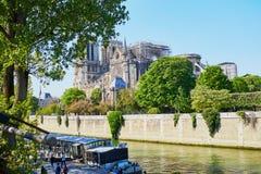 Vista de la catedral de Notre Dame sin el tejado y el chapitel fotografía de archivo
