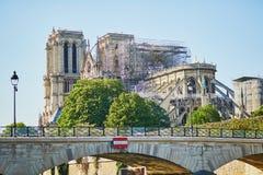 Vista de la catedral de Notre Dame sin el tejado y el chapitel imagen de archivo