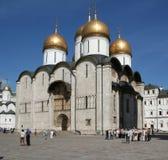 Vista de la catedral patriarcal de la suposición de la Moscú el Kremlin fotografía de archivo libre de regalías