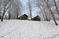 Vista de la cerradura de madera de la caza en el Central Park después de la primera nieve Fotografía de archivo