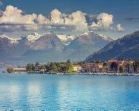 Vista de la ciudad Bellano, lago Lecco foto de archivo