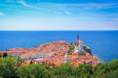 Vista de la ciudad bonita de Piran, en la costa adriática, Eslovenia fotografía de archivo libre de regalías