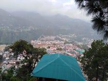 Vista de la ciudad de Chamba del distrito en la INDIA himachal foto de archivo