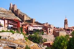 Vista de la ciudad con la fortaleza antigua Albarracin Foto de archivo libre de regalías