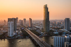 Vista de la ciudad de Bangkok en la oscuridad Fotos de archivo